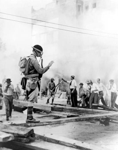 19320728_US_Army_Clearing_Streets_view1