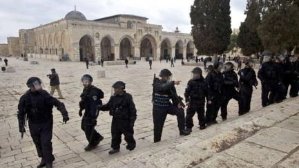 352206_Israel-Troops-Al-Aqsa Mosque