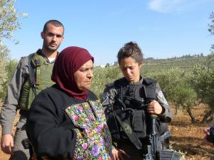 131125-tuqu_-israeli-border-guard-crying-as-she-talks-to-palestinian-woman-a-morgan