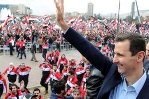 Assad_salutes_Syrians