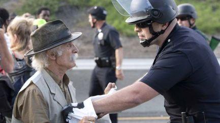 333968_ US police officer