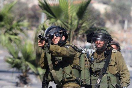 israel-soldiers-protestors-tear-gas-2