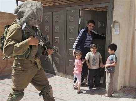 Israeli-military-raid-Palestinian-home-June-2014
