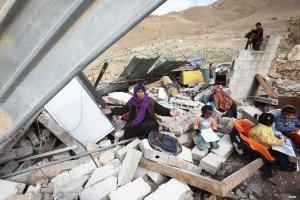 israel-demolishing-palestinian-home01