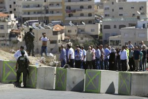 palestinians-being-checked-at-the-beit-el-checkpoint-in-Ramallah-Oct-17-2015