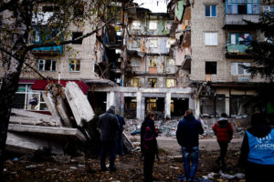 Aftermath-of-shelling-of-neighbourhood-in-eastern-Ukraine-shelled-by-Ukrainian-armed-forces-UNHCR-photo-300x200