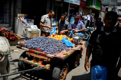 palestinians-buying-food-during-ceasfire