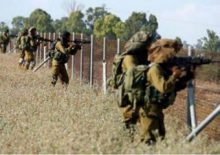gaza-fence-soldiers-e1471134740984