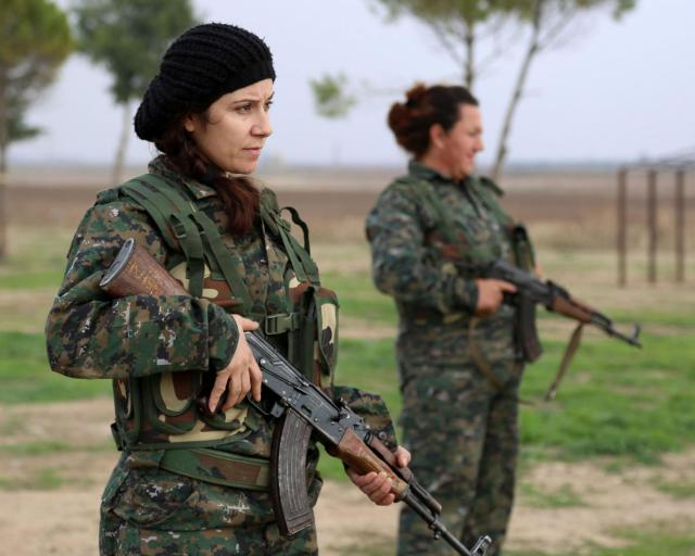 syrian-christian-women-fighters-4